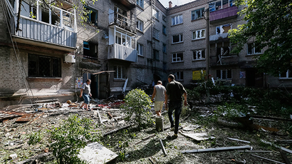Local residents are seen near they destroyed house following what locals say was overnight shelling by Ukrainian forces, in the eastern Ukrainian town of Slavyansk June 10, 2014 (Reuters / Gleb Garanich)