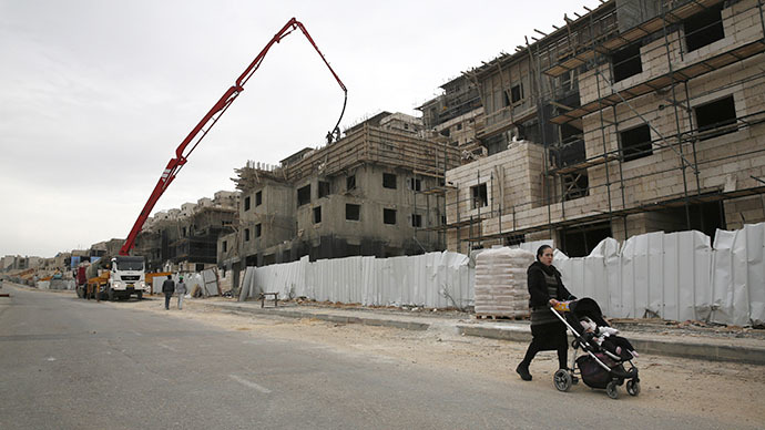 File photo. An ultra-Orthodox Jewish woman walks past a construction site in the West Bank Jewish settlement of Beitar Ilit. (Reuters / Baz Ratner)
