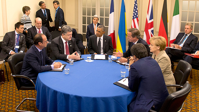 (L-R) French President Francois Hollande, Ukrainian President Petro Poroshenko, U.S. President Barack Obama, British Prime Minister David Cameron, German Chancellor Angela Merkel and Italian Prime Minister Matteo Renzi meet to discus Ukraine at the NATO summit at the Celtic Manor resort, near Newport, in Wales September 4, 2014 (Reuters / Alain Jocard)