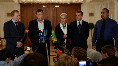 "From left to right:- Former Ukrainian president Leonid Kuchma, representative of self proclaimed ""People Republic of Donetsk"", Prime Minister Alexander Zakharchenko, OSCE envoy Heidi Tagliavini, Russian Ambassador to the Ukraine Mikhail Zurabov, rebel leader of ""People Republic of Lugansk"" Igor Plotnitsky make an official statement on the signing of a ceasefire agreement in Minsk, on September 5, 2014. (AFP Photo)"