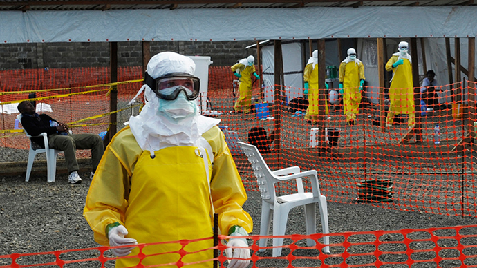 Medicins Sans Frontieres (MSF) health workers prepare at ELWA's isolation camp during the visit of Senior United Nations (U.N.) System Coordinator for Ebola David Nabarro, at the camp in Monrovia August 23, 2014 (Reuters / 2Tango)