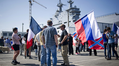 "People demonstrate on September 7, 2014 at the STX dockyards in the western French port of Saint-Nazaire against the decision of the French government to suspend the delivery of the French-built ""Mistral-class"" helicopter gunship ""Vladivostok"" to Russia. (AFP Photo / Jean-Sebastien Evrard)"