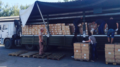 Unloading of Russian humanitarian aid in the city Lugansk in south-eastern Ukraine. (RT / Roman Kosarev)