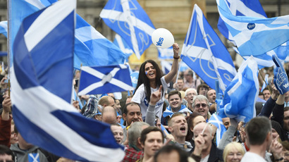 Campaigners wave Scottish Saltires at a 'Yes' campaign rally in Glasgow, Scotland September 17, 2014. (Reuters/Dylan Martinez)