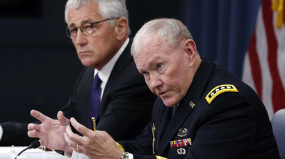 U.S. Secretary of Defense Chuck Hagel (L) listens as Chairman of the Joint Chiefs of Staff Gen. Martin Dempsey talks in a press briefing at the Pentagon in Washington, September 26, 2014. (Reuters/Larry Downing)