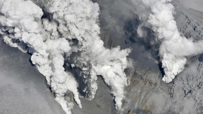 Volcano erupts in central Japan, dozens injured (VIDEO, PHOTOS)