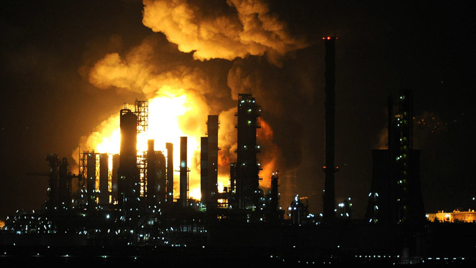 huge blaze at sicily s oil refinery sparks panic prompts