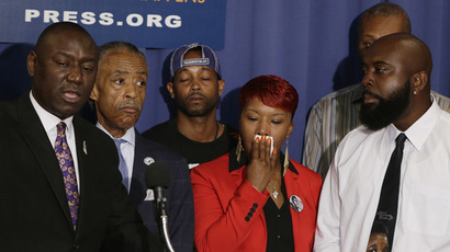 (L-R front) Brown family attorney Benjamin Crump, U.S. civil rights leader Rev. Al Sharpton, the parents of Michael Brown, Lesley McSpadden and Michael Brown, Sr. appear at a news conference at the National Press Club in Washington September 25, 2014 (Reuters/Gary Cameron)