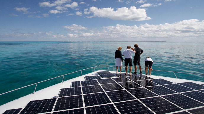 Uk S First Floating Solar Field Produces 200kw Of Power