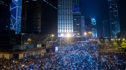 Pro-democracy demonstrators gather for the third night in Hong Kong on September 30, 2014 (AFP Photo / Philippe Lopez)