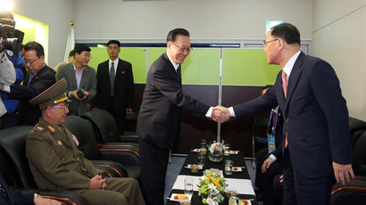 South Korean Prime Minister Chung Hong-Won (R) shakes hands with Kim Yang-Gon (2nd R), head of the United Front Department of the ruling Workers' Party of North Korea who is in charge of relations with the South, during their meeting before the closing ceremony of the 2014 Asian Games in Incheon, west of Seoul, on October 4, 2014. (AFP Photo/Korea Pool)