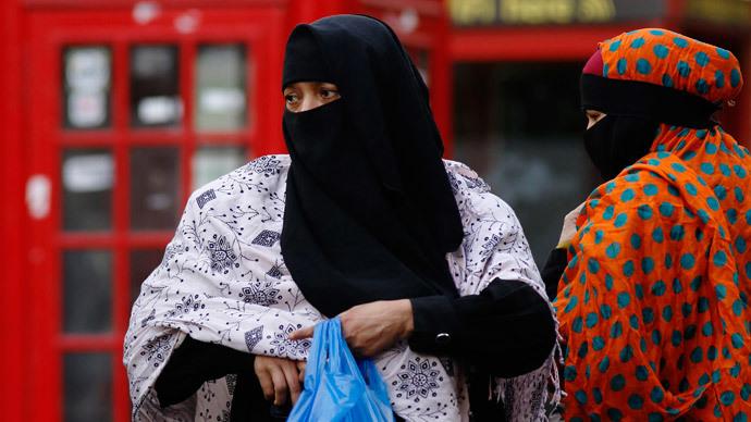 UK police raid 'illegal' Islamic school suspected of terror links
