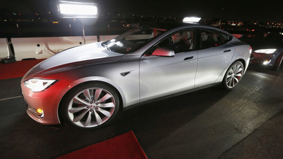 New all-wheel-drive versions of the Tesla Model S car are lined up for test drives in Hawthorne, California October 9, 2014. (Reuters/Lucy Nicholson)