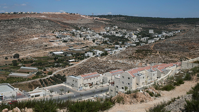 A view of Wadi Fukin is seen from the Jewish settlement of Beitar Illit (front), near the West Bank town of Bethlehem (Reuters / Baz Ratner)