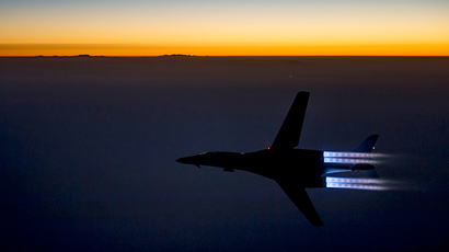 A U.S. Air Force B-1B Lancer supersonic bomber flies over northern Iraq after conducting air strikes in Syria against ISIL targets September 27, 2014 (Reuters / HO)