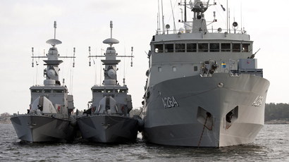 (L-R) Corvettes HMS Stockholm and HMS Malmo and support vessel HMS Trosso are seen off the Karlskrona naval base in southern Sweden (Reuters / Paul Madej / Scanpix)