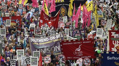 #TarpaulinRevolution: London police storm Parliament Square occupation