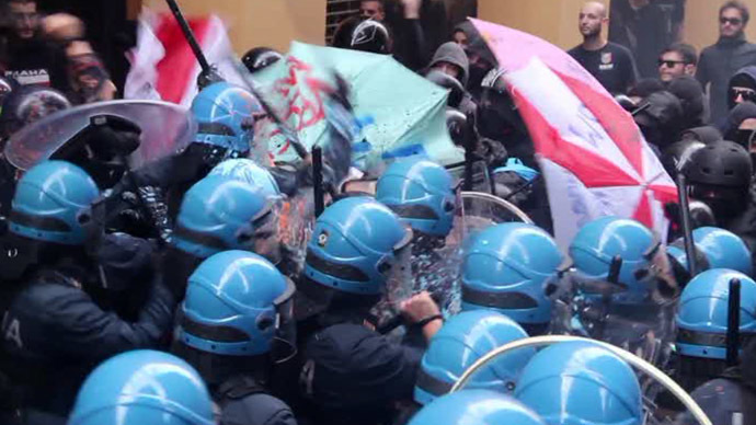 Tear gas, clashes as anti-nationalist rally in N. Italy turns violent (VIDEO)