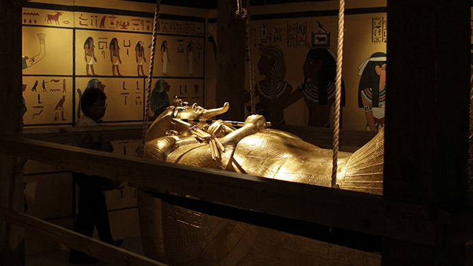 essay on king tuts death Scientists believe egyptian king tutankhamun died of illness tutankhamun died of illness, not from a serious factor in the cause of death.