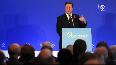 Britain's Prime Minister David Cameron speaks on high speed rail link HS2, at the launch of the HS2 report, in Leeds Civic Hall, northern England October 27, 2014. (Reuters / Lynne Cameron / Pool)
