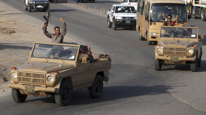 A convoy of Kurdish peshmerga fighters drive through Arbil after leaving a base in northern Iraq, on their way to the Syrian town of Kobani ,October 28, 2014. (Reuters)