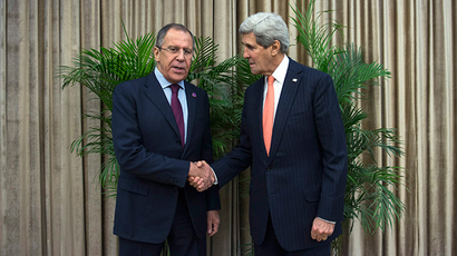 U.S. Secretary of State John Kerry (R) and Russian Foreign Minister Sergey Lavrov meet on the sidelines of the Asia-Pacific Economic Cooperation (APEC) meeting in Beijing November 8, 2014 (Reuters / Nicholas Kamm)
