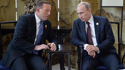 Russian President Vladimir Putin (R) speaks with Australia's Prime Minister Tony Abbott before the Asia-Pacific Economic Cooperation (APEC) Summit plenary session at the International Convention Center in Beijing on November 11, 2014 (AFP Photo / Alexey Druzhinin)