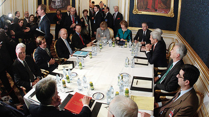 French Foreign Minister Laurent Fabius (3rd L), EU envoy Catherine Ashton (6th L), U.S. Secretary of State John Kerry (3rd R) and Britain's Foreign Secretary Philip Hammond (front L) sit a a table during talks in Vienna November 21, 2014. (Reuters/Heinz-Peter Bader)