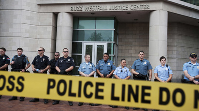 Police guard the entrance to the St. Louis County Justice Building in Clayton, Missouri (Reuters/Mark Kauzlarich)