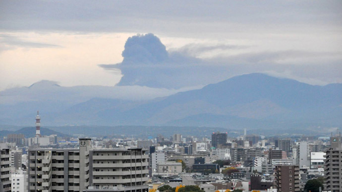 Largest Japanese active volcano spews ash and rocks, disrupts flights (PHOTOS, VIDEO)