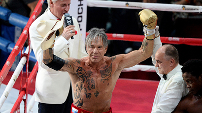 US actor and boxer Mickey Rourke after a fight with US boxer Elliot Seymour (RIA Novosti / Alexandr Vilf)