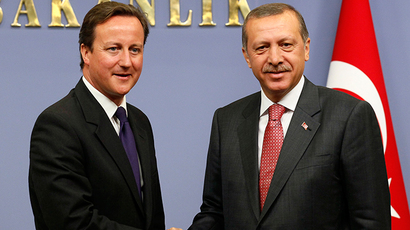 Britain's Prime Minister David Cameron and Turkey's Prime Minister Tayyip Erdogan (R) (Reuters / Umit Bektas)