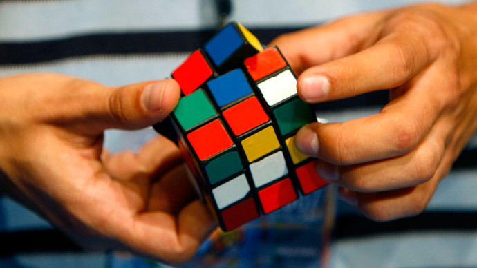 Solving Rubik's Cube in 1 second saved magician from speeding ticket (VIDEO)