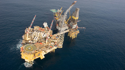 Total's Elgin PUQ platform (L) and the Rowan Gorilla V drilling rig (R) in the North Sea.(AFP Photo / Total E&P UK)