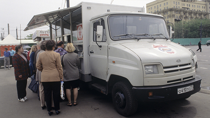 "ZIL-5301 truck manufactured at the Open Joint Stock Moscow Company ""Likhachev Automotive Plant"" serving as a store ""on wheels"" on one of the Moscow streets  06/01/1998 (RIA Novosti)"