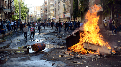 Kurdish protesters set fire to a barricade set up to block the street as they clash with riot police in Diyarbakir October 7, 2014 (Reuters / Stringer)