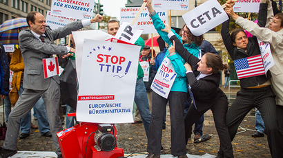 Activists protest against planned trade pacts; TTIP (Transatlantic Trade and Investment Partnership) and CETA (Comprehensive Economic and Trade Agreement) with the U.S. and Canada, in Berlin October 11, 2014 (Reuters / Hannibal)
