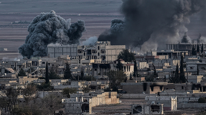 Smoke rises after an airstrike from US-led coalition in the city of Kobane (AFP Photo / Aris Messinis)