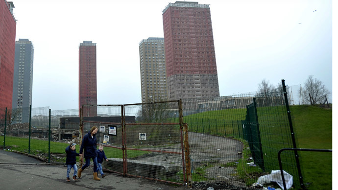 A picture shows the 30-storey Red Road residential blocks in north Glasgow (AFP Photo)
