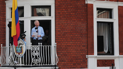 Wikileaks founder Julian Assange addresses the media and his supporters from the balcony of the Ecuadorian Embassy in London. (AFP Photo/Carl Court)