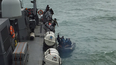 An Indonesian Navy seaboat (R) picks up items retrieved from the Republic of Singapore Navy vessel RSS Valour in this handout photo provided by Singapore's Ministry of Defence, released to Reuters January 4, 2015. (Reuters/Singapore Ministry of Defence)