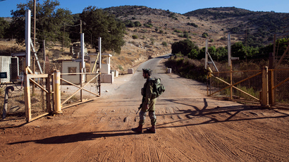 An Israeli soldier stands guard at a check point near the Lebanese-Israeli border, southern Lebanon October 8, 2014 (Reuters / Baz Ratner)