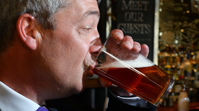 UK Independent Party (UKIP) leader Nigel Farage enjoys a pint of beer in a pub in central London (AFP Photo/Ben Stansall)