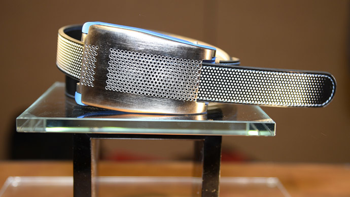 Belty, a smart belt from Paris-based Emiota, is displayed at CES Unveiled, the opening event for the media preview days at the 2015 Consumer Electronics Show, January 4, 2015 in Las Vegas, Nevada. (AFP Photo/Robyn Beck)