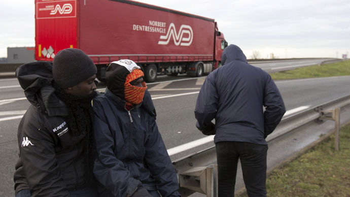 Migrants stand along a highway with the intent of jumping on trucks in Calais, December 17, 2014. Roughly 2,300 immigrants, many of them from Africa, are roaming the streets and sleeping in makeshift camps in and around Calais while waiting to attempt the final leg of their bid to reach Britain, according to estimates from the local prefect's office. (Reuters)