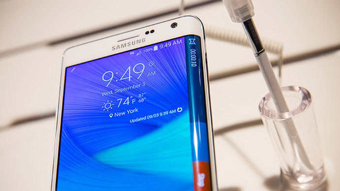 Samsung forecasts 37% income fall