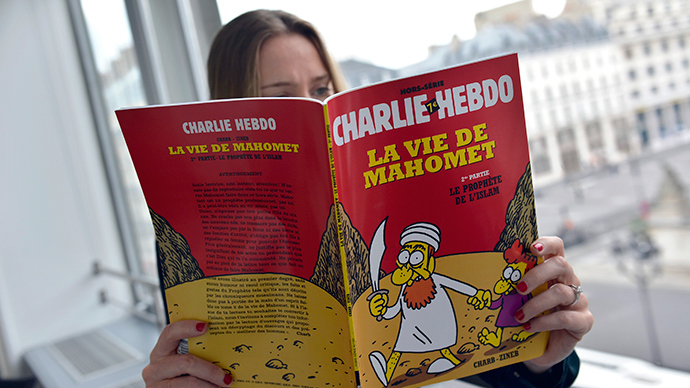 "A woman reads an issue of the French satirical weekly newspaper ""Charlie Hebdo"" (AFP Photo / Miguel Medina)"