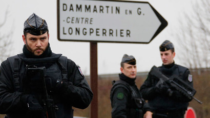 French gendarmes secure the roundabout near the scene of a hostage taking at an industrial zone in Dammartin-en-Goele, northeast of Paris January 9, 2015.(Reuters / Eric Gaillard)