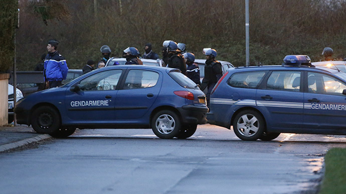Police release footage of dramatic assault on Charlie Hebdo suspects (VIDEO)