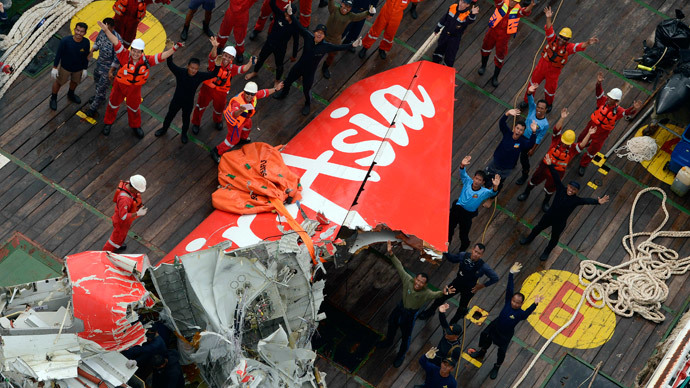 The tail of AirAsia QZ8501 passenger plane is seen on the deck of the Indonesian Search and Rescue (BASARNAS) ship Crest Onyx after it was lifted from the sea bed, south of Pangkalan Bun, Central Kalimantan January 10, 2015.(Reuters / Prasetyo Utomo)